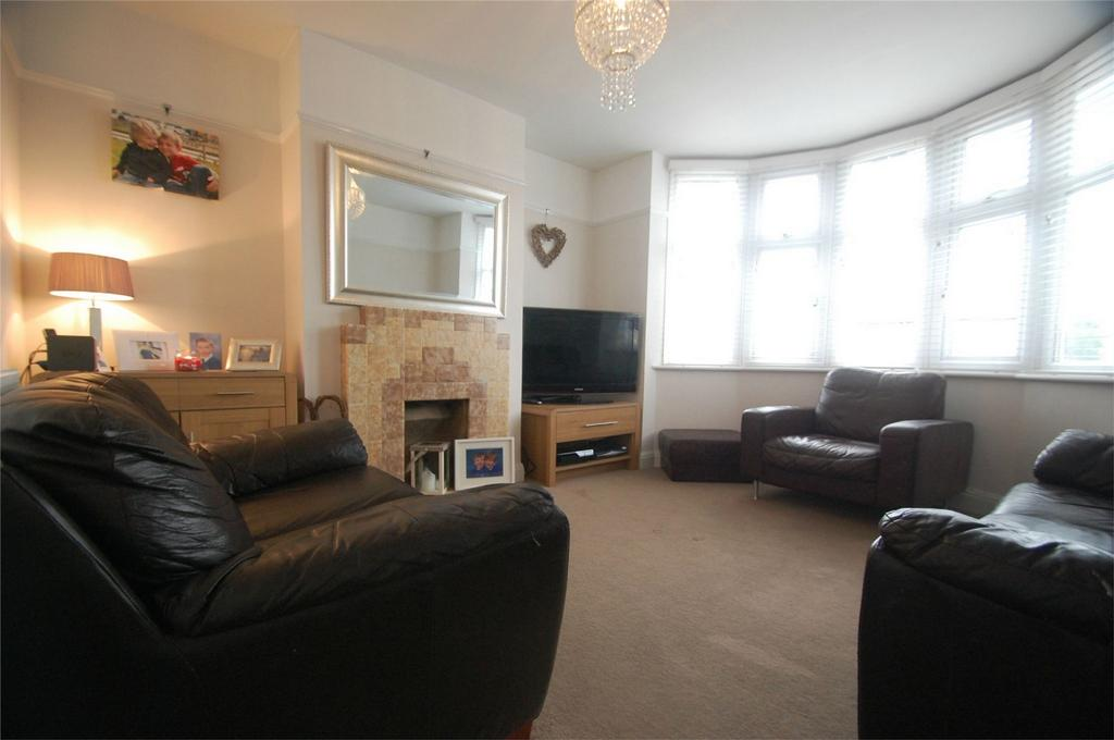 3 Bedrooms Semi Detached House for sale in Hawthorne Avenue, Rainham, Kent