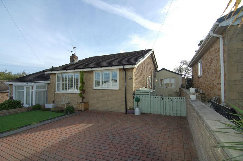 2 Bedrooms Semi Detached Bungalow for sale in Moorbank Close, Wombwell, BARNSLEY, South Yorkshire