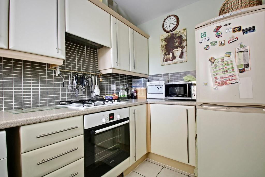 3 Bedrooms Terraced House for sale in Tall Pines Road, Witham St Hughs, Lincoln