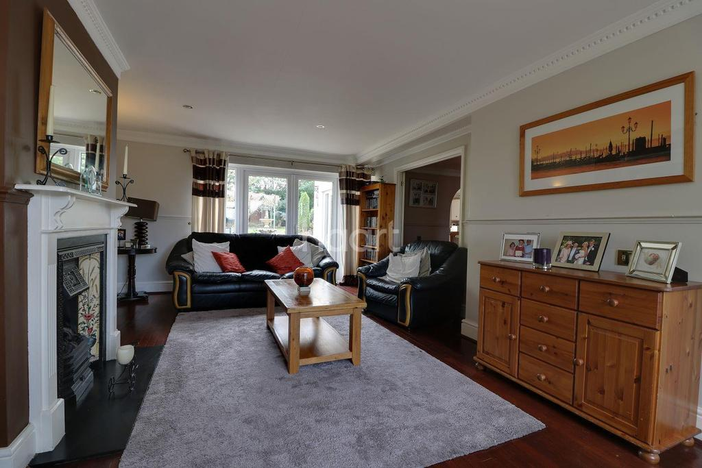 5 Bedrooms Detached House for sale in Whitworth Road, Swindon, Wiltshire