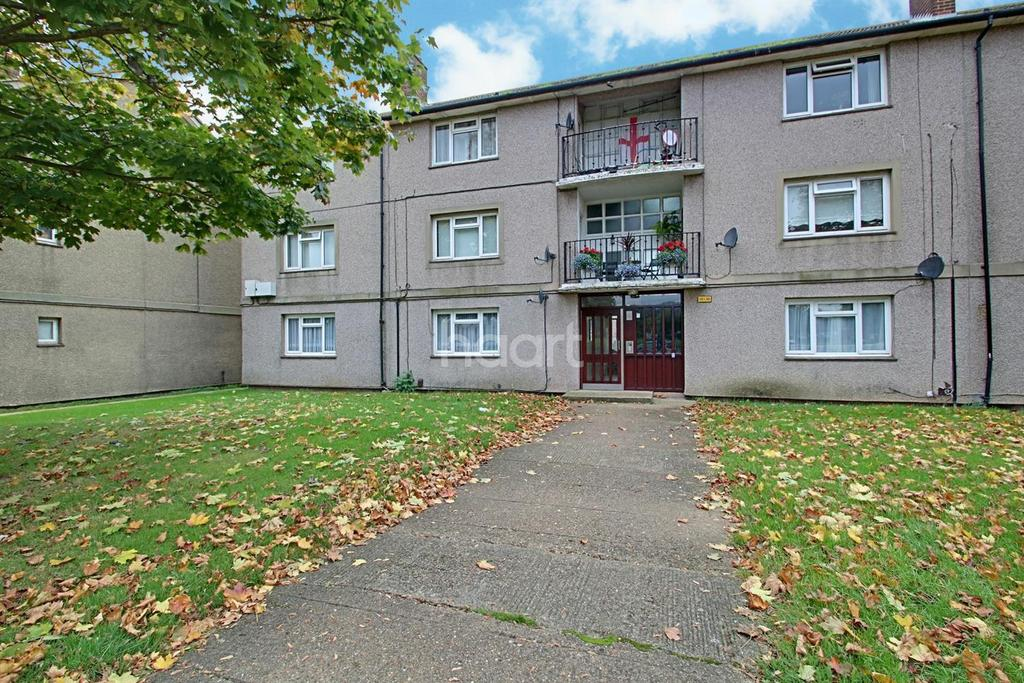 2 Bedrooms Flat for sale in Padnall Court, Chadwell Heath