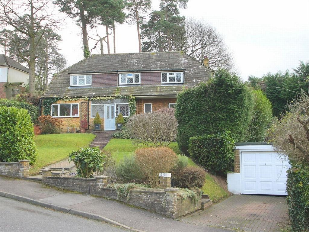 4 Bedrooms Detached House for sale in Beaufront Road, Camberley, Surrey