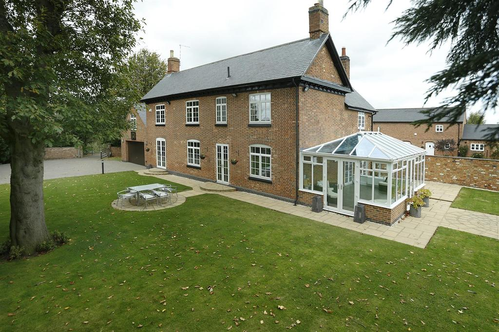 5 Bedrooms Detached House for sale in Stoughton Lane, Stoughton, Leicester