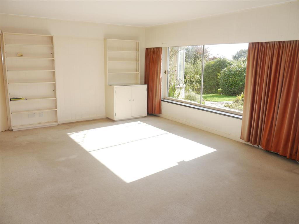 Tranters living room 2.JPG