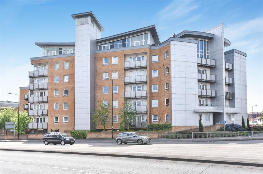 1 Bedroom Flat for sale in Quadrivium Point, Bath Road, Slough, Berkshire
