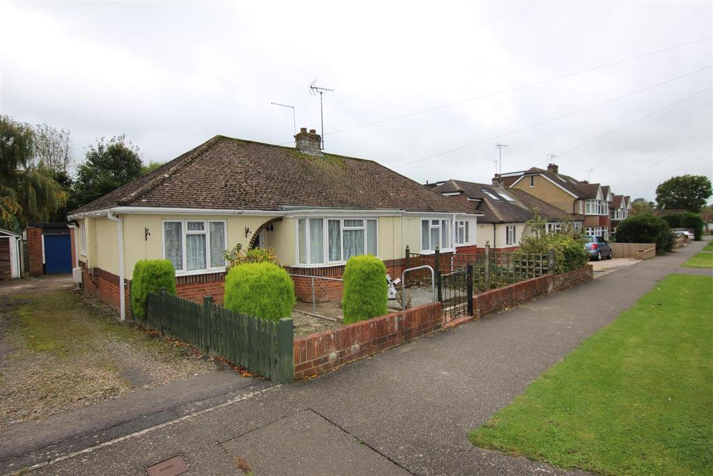 2 Bedrooms Bungalow for sale in Manor Avenue, Hassocks