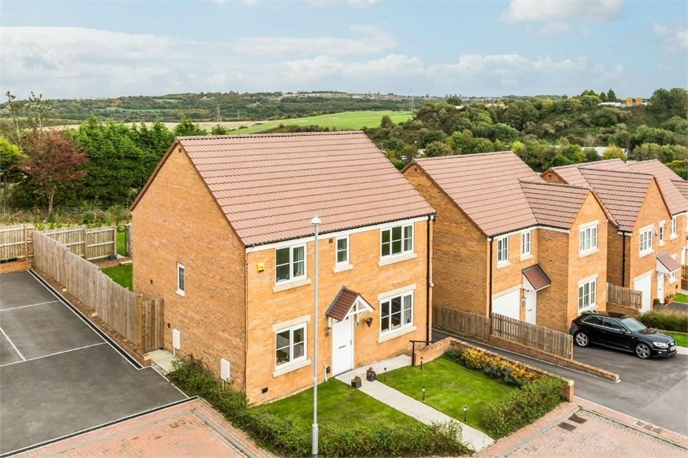 4 Bedrooms Detached House for sale in Seven Hill Close, Morley, West Yorkshire