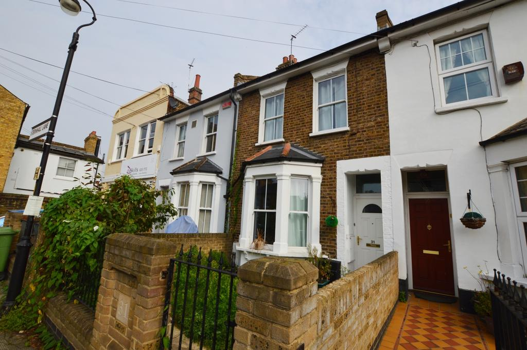 3 Bedrooms Terraced House for sale in Sternhall Lane Peckham SE15