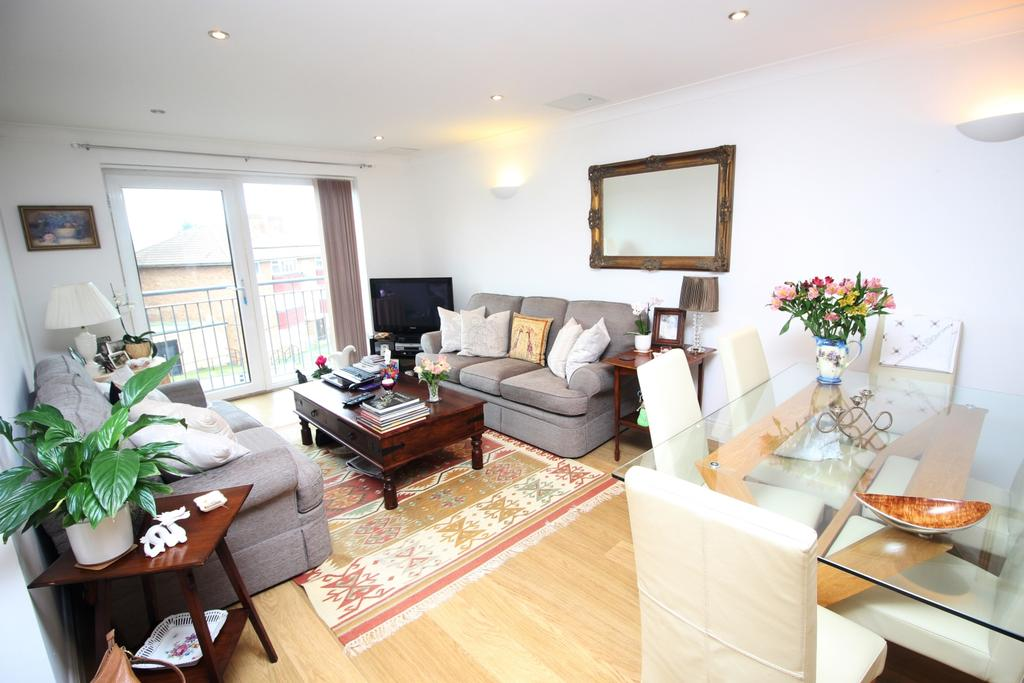 2 Bedrooms Flat for sale in Maylands Drive Sidcup DA14