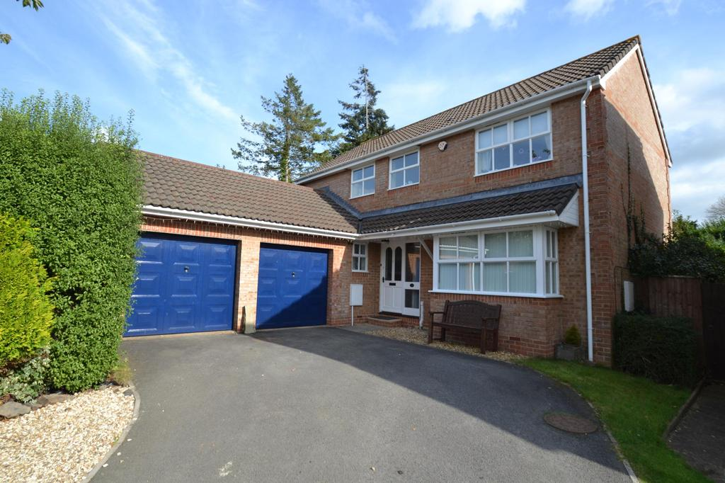 4 Bedrooms Detached House for sale in Maple Grove, Roundswell