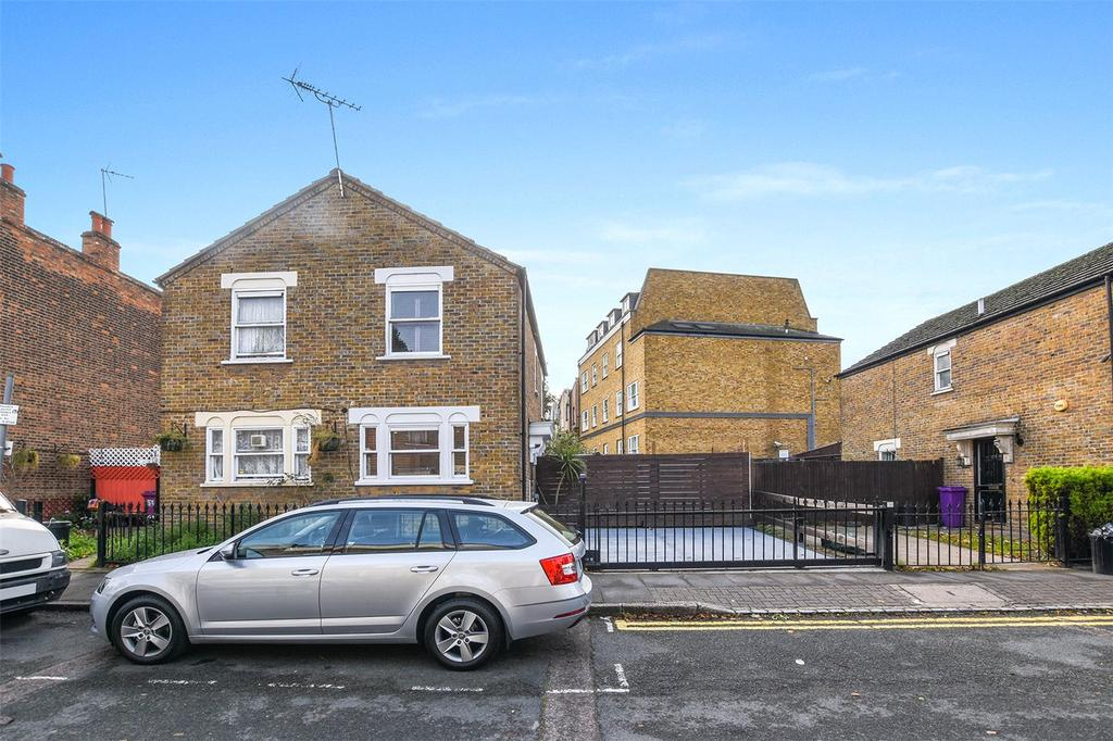 2 Bedrooms House for sale in Lichfield Road, Bow, London, E3
