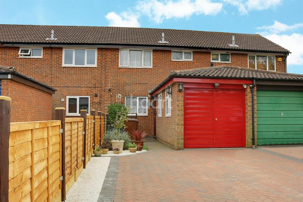 3 Bedrooms Terraced House for sale in Pursley Gardens, Borehamwood