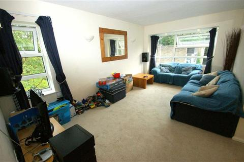 2 bedroom flat to rent - Robinwood Court, Roundhay, LS8