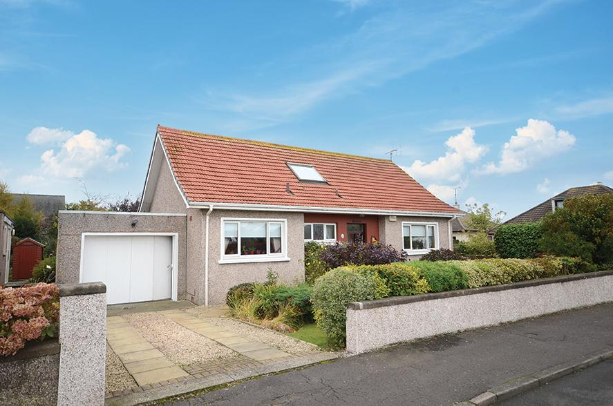 3 Bedrooms Detached Bungalow for sale in 2 Wheatfield Road, Girvan, KA26 9DY