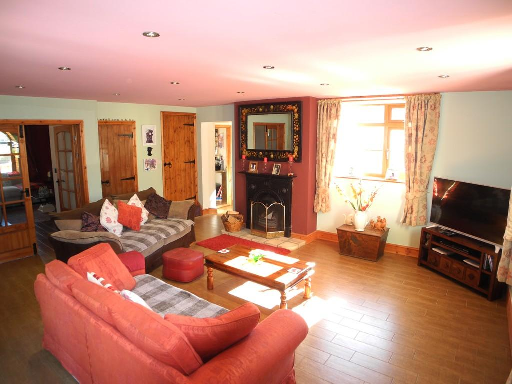 4 Bedrooms Detached House for sale in Beccles Road, Fritton, Great Yarmouth, Norfolk