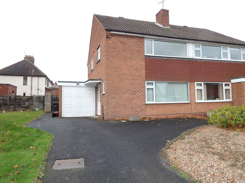3 Bedrooms Semi Detached House for rent in Hamilton Avenue, Wollaston, Stourbridge