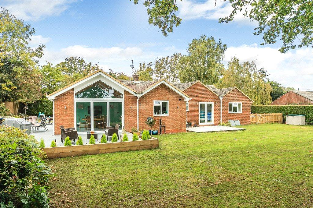 4 Bedrooms Detached Bungalow for sale in Hollybush Lane, West Heath, Tadley, Hampshire, RG26