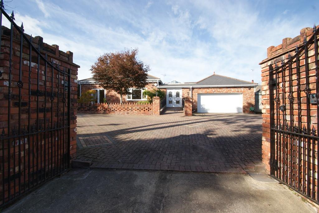 4 Bedrooms Detached Bungalow for sale in Jacks Lane | Torquay