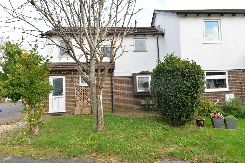 3 Bedrooms Semi Detached House for sale in Thoresby Court, New Milton