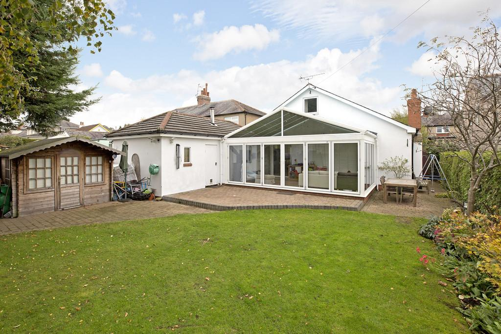 4 Bedrooms Detached House for sale in Netherfield Road, Guiseley