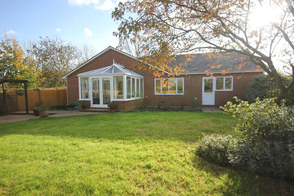 3 Bedrooms Detached Bungalow for sale in NUNTON DROVE, NUNTON, SALISBURY, WILTSHIRE, SP5 4HZ