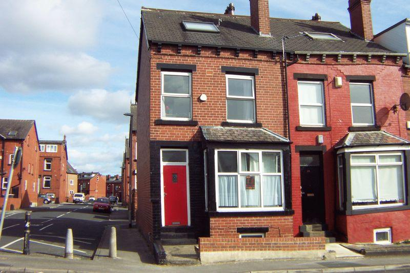 6 Bedrooms End Of Terrace House for sale in Hessle Avenue, Leeds