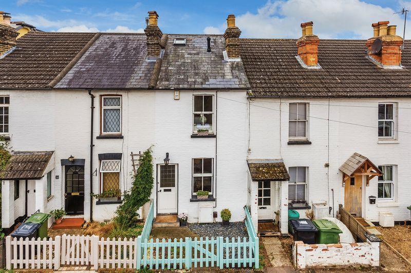 3 Bedrooms Terraced House for sale in Merrow