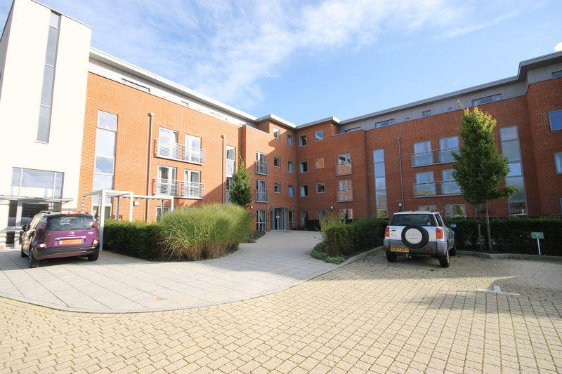2 Bedrooms Retirement Property for sale in Corbett Court, The Brow, Burgess Hill, West Sussex