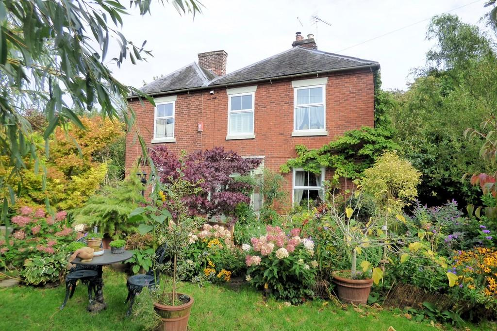 3 Bedrooms Semi Detached House for sale in Park Street, Uttoxeter