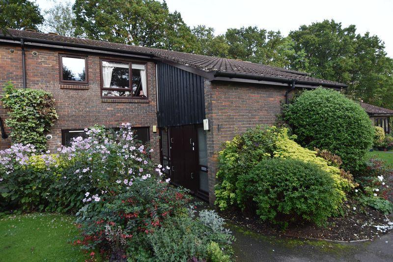2 Bedrooms Retirement Property for sale in Jackson Close, Elmbridge Village, Cranleigh