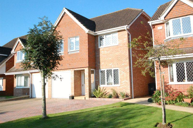 3 Bedrooms Semi Detached House for sale in Marden Way, Petersfield, Hampshire.