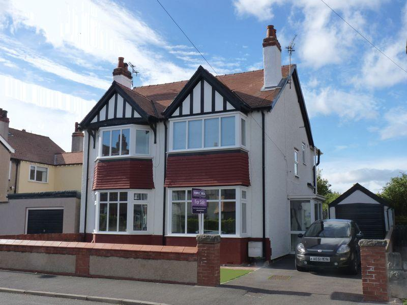 4 Bedrooms Detached House for sale in Victoria Road, Colwyn Bay, LL29 9SN