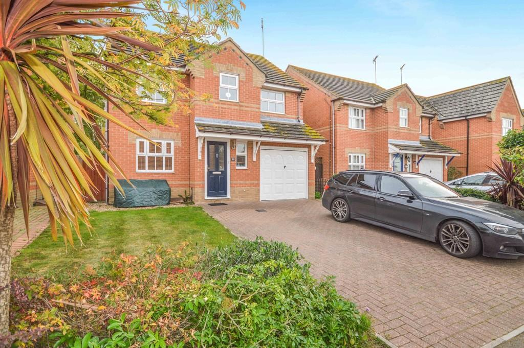 4 Bedrooms Detached House for sale in Louvain Road, Dovercourt