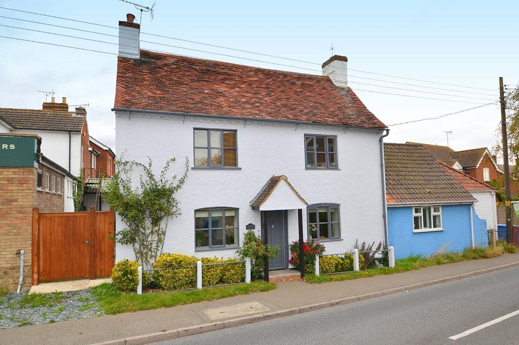 2 Bedrooms Semi Detached House for sale in Main Road, Chelmondiston, Ipswich, IP9 1DY