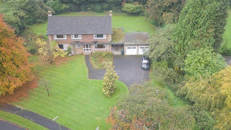4 Bedrooms Detached House for sale in SOUTH LEATHERHEAD