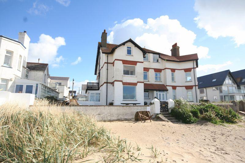 3 Bedrooms Apartment Flat for sale in Rhosneigr, Anglesey