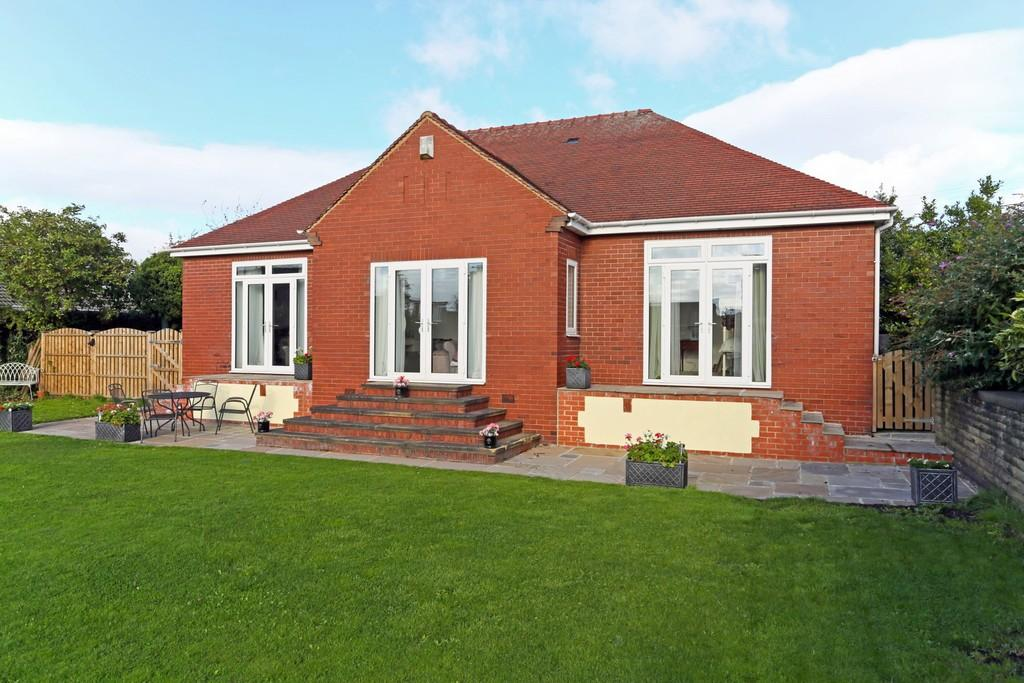 4 Bedrooms Detached Bungalow for sale in Greatfield Road, Ossett