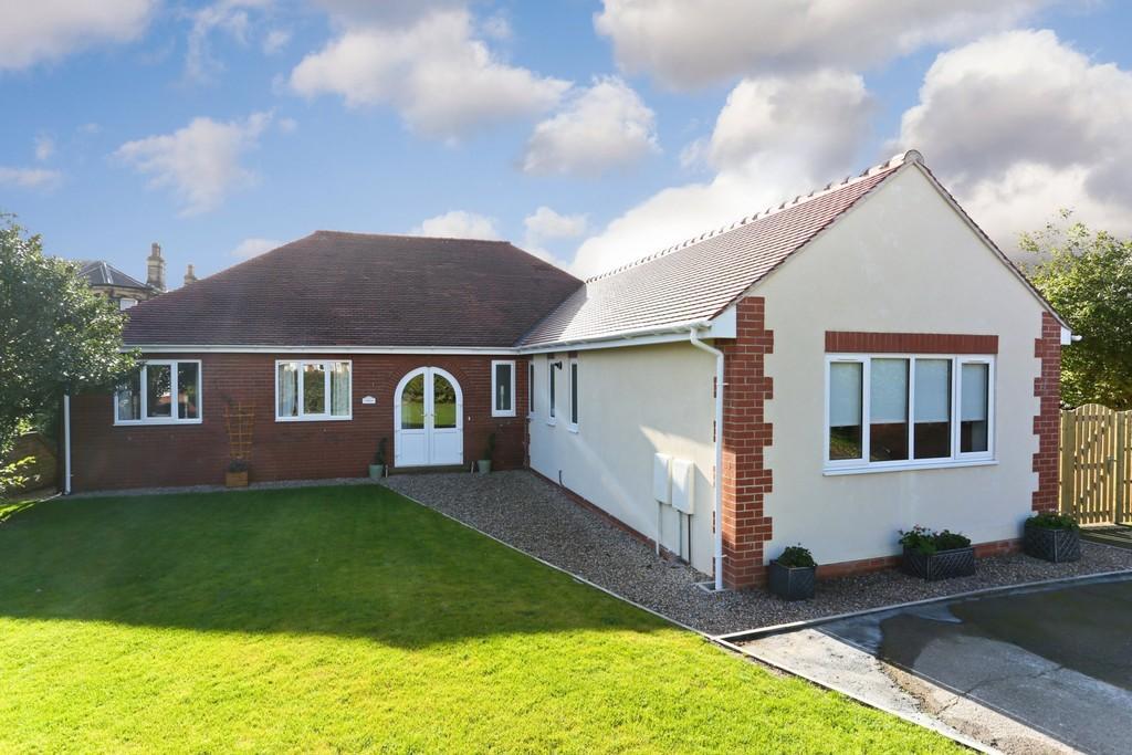 4 Bedrooms Detached Bungalow for sale in Greatfield Road, Ossett