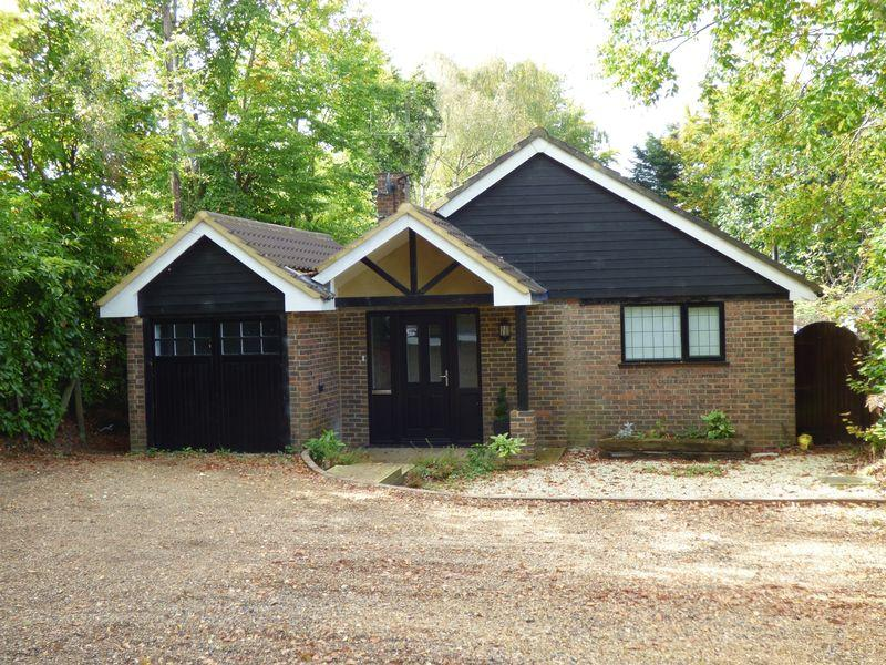 4 Bedrooms Detached House for sale in Woodlands Road, Bookham