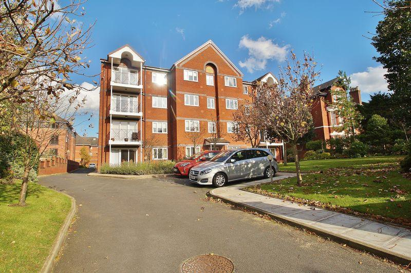 2 Bedrooms Apartment Flat for sale in Park Avenue, Southport