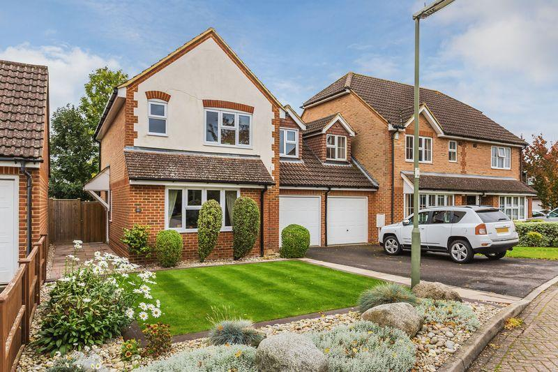 3 Bedrooms Detached House for sale in Deeprose Close