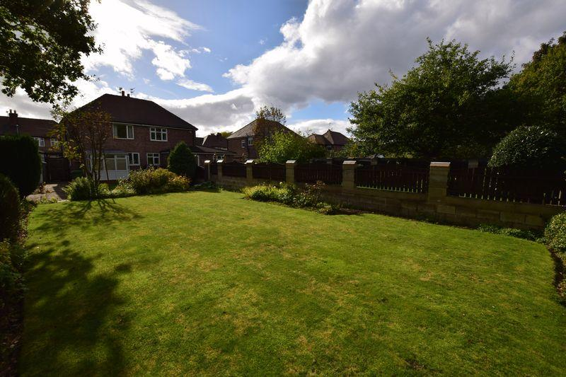 2 Bedrooms Semi Detached House for sale in Springfield Avenue, Grappenhall,