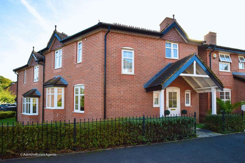 3 Bedrooms Semi Detached House for sale in Sandmoor Place, Lymm