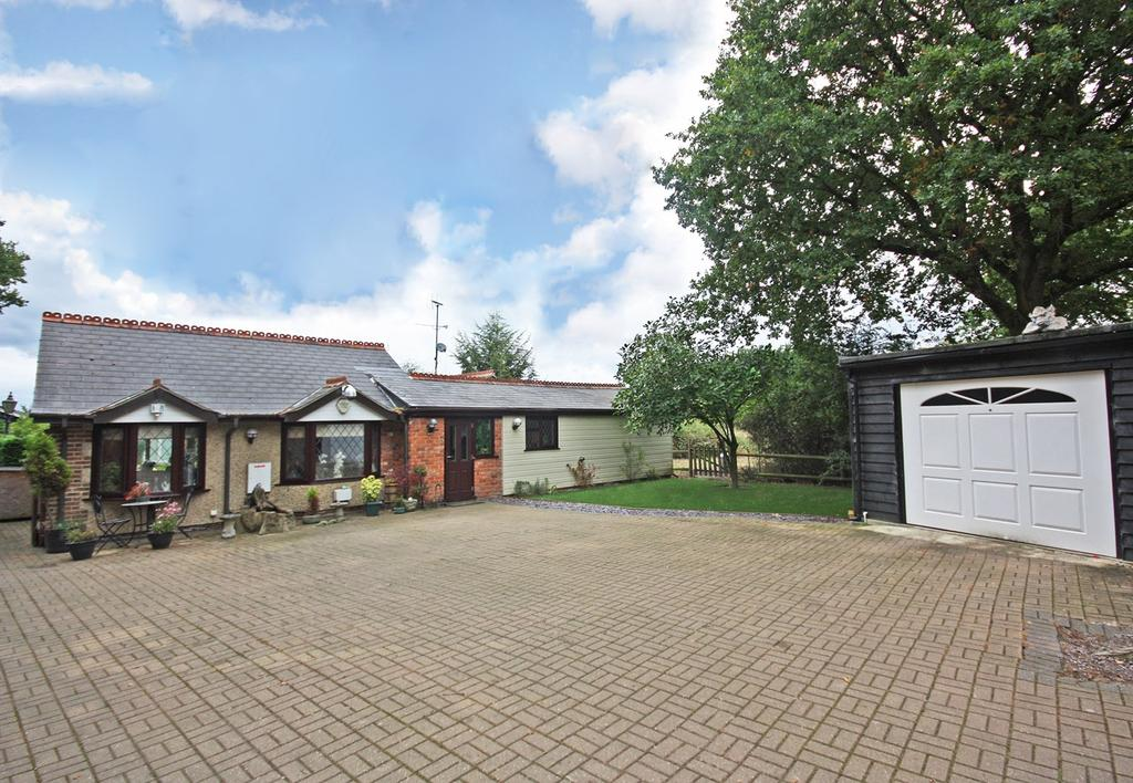 5 Bedrooms Detached Bungalow for sale in Bennetts Avenue, Rettendon Common, Chelmsford, CM3