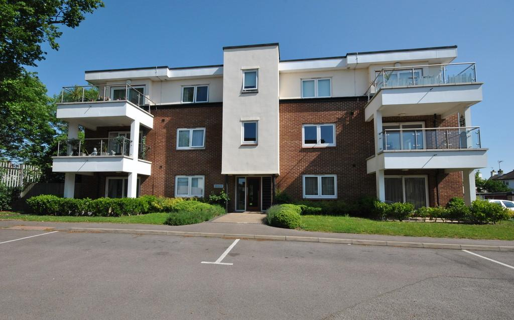 2 Bedrooms Apartment Flat for sale in London Road, Leigh-on-Sea