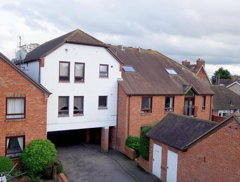 2 Bedrooms Apartment Flat for sale in Thame, Oxfordshire