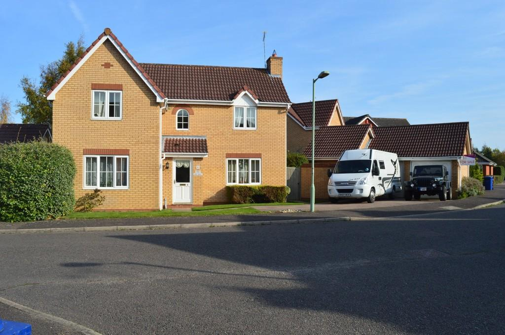 4 Bedrooms Detached House for sale in Radnor Close, Bury St. Edmunds