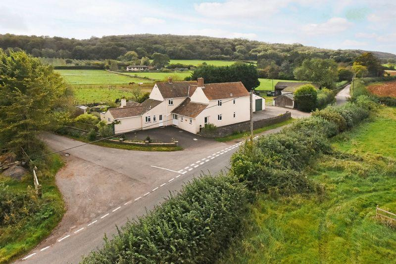 4 Bedrooms Detached House for sale in Barton Road, Winscombe