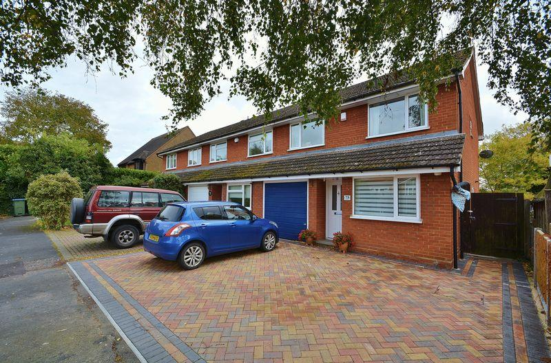4 Bedrooms Terraced House for sale in Giffard Way, Long Crendon