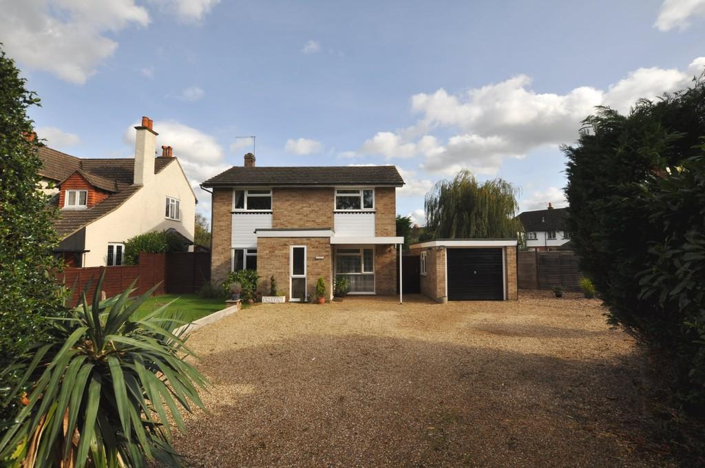 3 Bedrooms Detached House for sale in Woking Road, Guildford